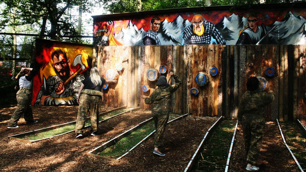 junior players axe throwing on range