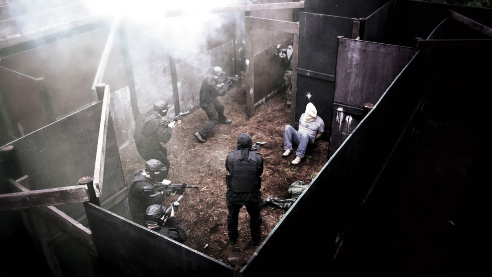 group of players protecting the hostage from rescue