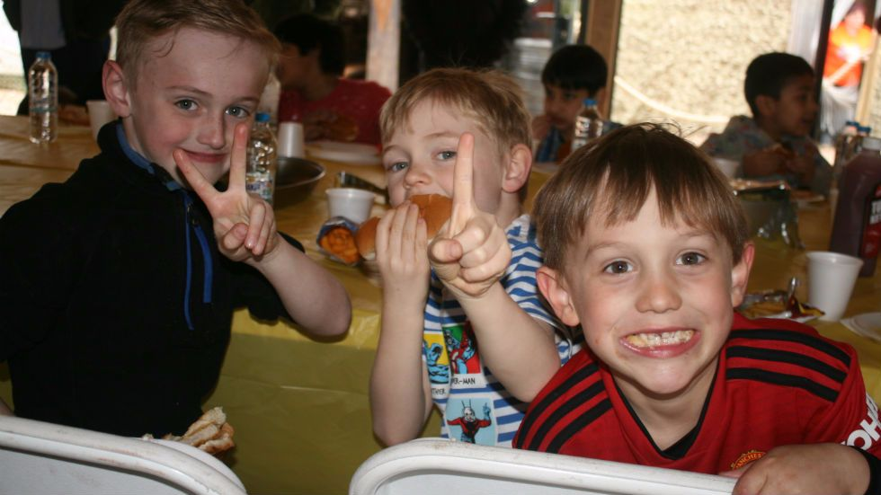 kids eating birthday party food