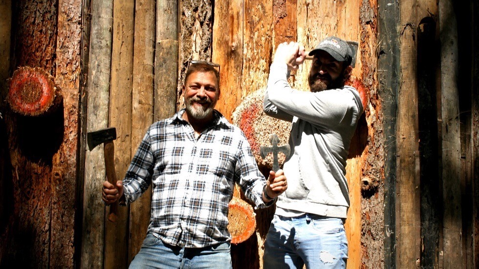 two happy players at the axe throwing range